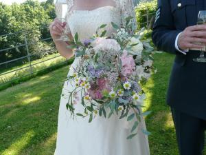 Un delicato Bouquet del Garden Gate Flower Company