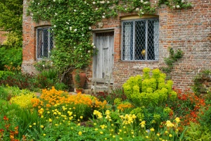 sissinghurst cottage garden